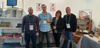צוות היקארי סכיני שף בתמונה עם צוות טיארס איסארד.