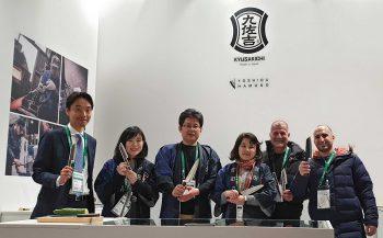 צוות היקארי סכיני שף בתמונה עם צוות יושידה