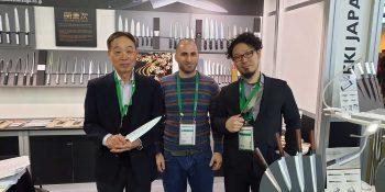 פראנקפורט 2020 - צוות היקארי סכיני שף בתמונה עם סכיני קאנצ'וגו
