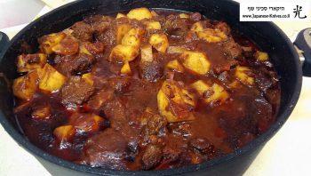 תבשיל גולש בסוף הבישול בסיר